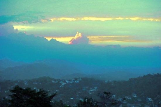Theva Residency : Закат над Канди