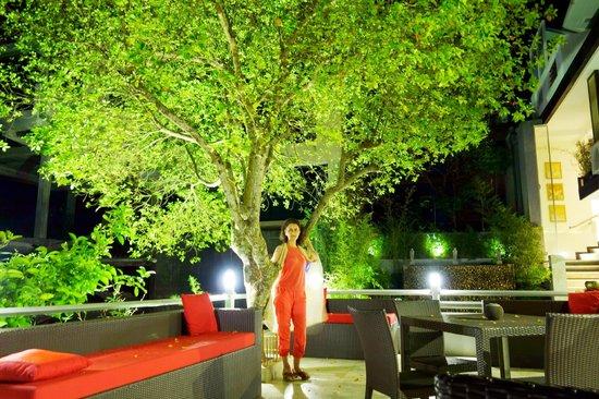 Theva Residency: Вечером в отеле