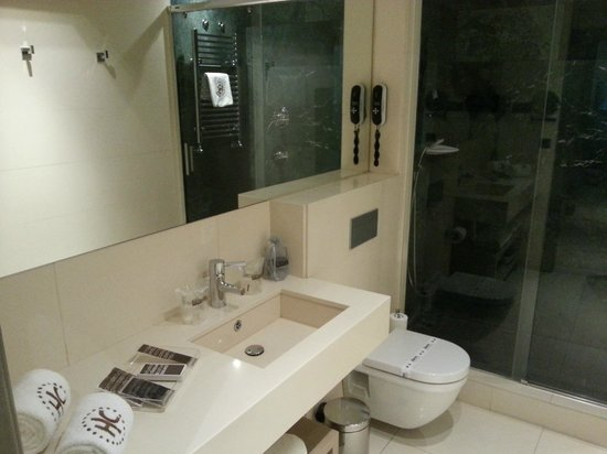 Hotel Catalonia Plaza Mayor: Bathroom