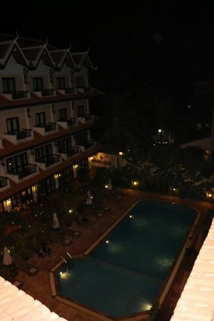 Saem Siemreap Hotel : Pool From Above