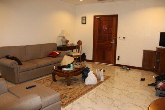 Saem Siemreap Hotel: Family Room Living Room