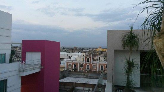 NH Puebla Centro Historico: Blick vom Pool auf dem Dach