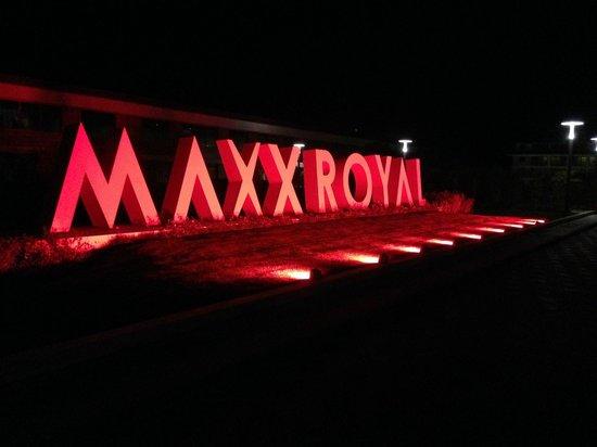 Maxx Royal Belek Golf Resort: Auch nachts schön anzusehen.