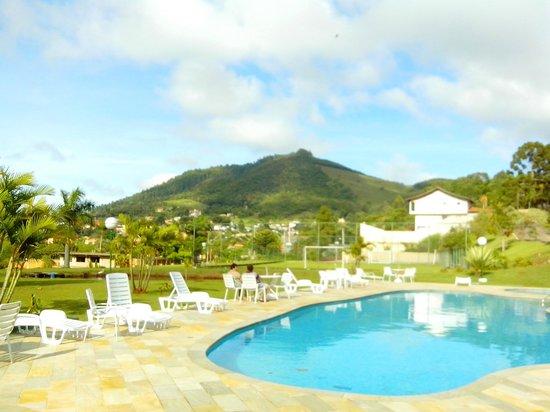 Hotel Nascentes da Serra : Piscina e paisagem
