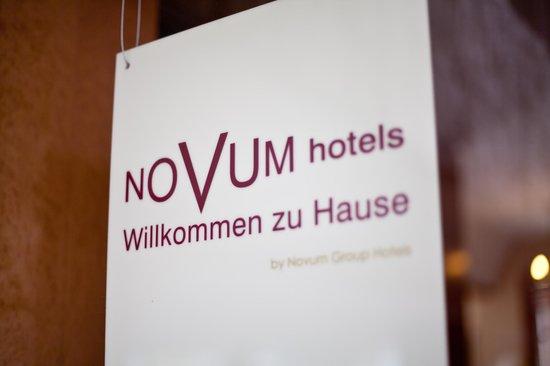 Novum Hotel Rieker Stuttgart Hauptbahnhof: Logo