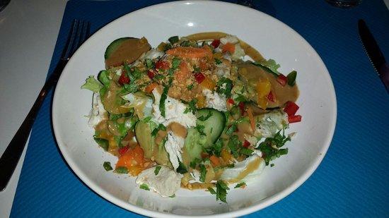 le delight: La salade poulet cacahuète trop trop bon!!...
