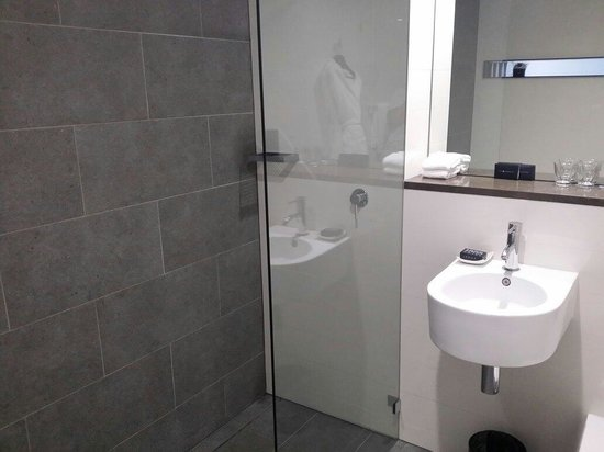 Ovolo 1888 Darling Harbour : Bathroom