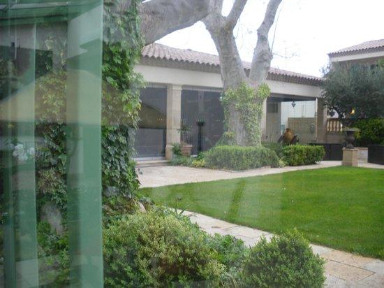 Villa Mazarin : vu de l'espace piscine