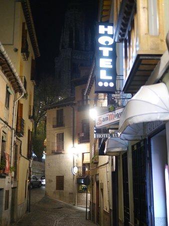 Eurico Hotel: Ночь, улица, фонарь, Толедо...