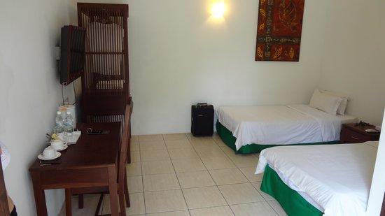 Basaga Holiday Residences : Наш номер у бассейна