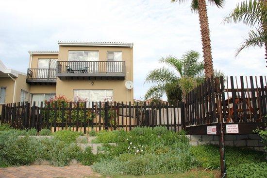 A1 Bay View: Ao chegarmos recebemos um upgrade na acomodação e ficamos com uma linda casa de frente para o ma