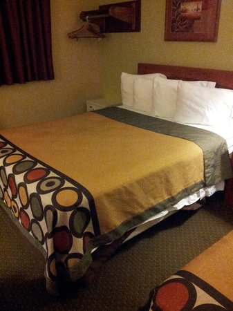 Super 8 Abingdon VA: bed was super . this wasnt a dump like some reviews say. super clean and pretty