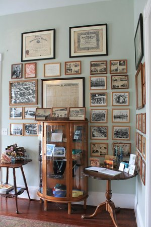 The Conch House Heritage Inn: The lobby displays some of the inn's history