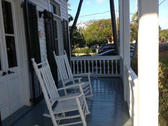 The Conch House Heritage Inn: Relaxing porch