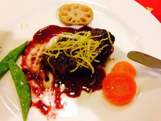 Stone House Inn Camello: The tastiest steak ever.