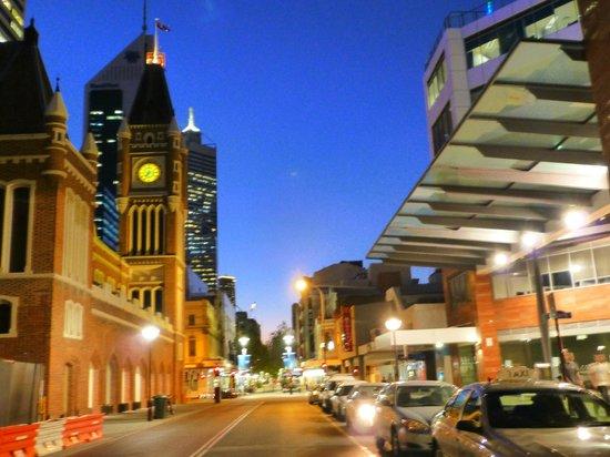 Criterion Hotel Perth : Criterion Hotel - Direkt vor der Tür: Town Hall