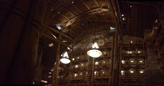Disney's Wilderness Lodge : huge lobby