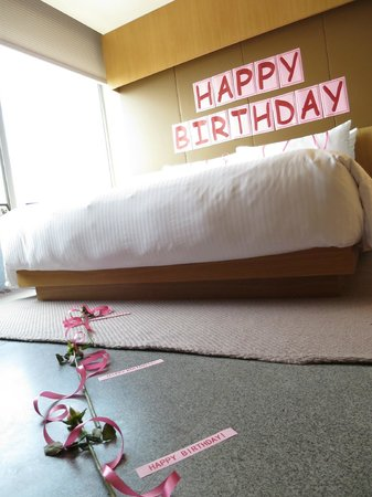 Oasia Hotel Novena, Singapore by Far East Hospitality: The pretty surprise birthday decorations