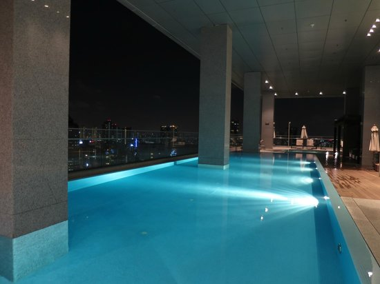 Oasia Hotel Novena, Singapore by Far East Hospitality: Club lounge pool