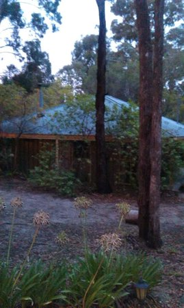 Kalimna Woods Spa & Woodfire Cottages: Cottage 5 secluded and private