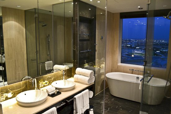 InterContinental Dubai Festival City: the bathroom