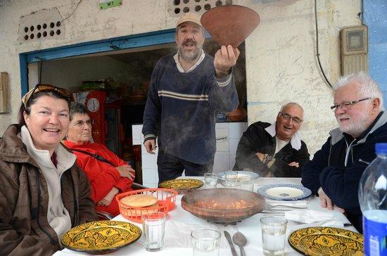 Chez Hosni : Et hop !!!! à table !!!!