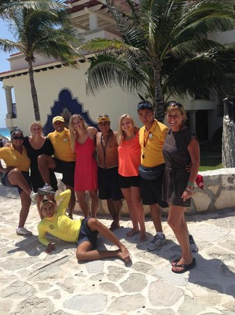 Grand Park Royal Cancun Caribe: We love the Entertainment Staff!!!