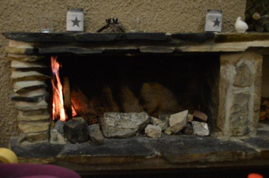 Hotel Jeris: Open fire in the hotel lobby