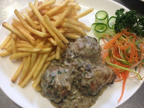 My Place: Delicious stuffed chicken with minced pork meat, mushrooms&onions in mushrooms sauce,chips