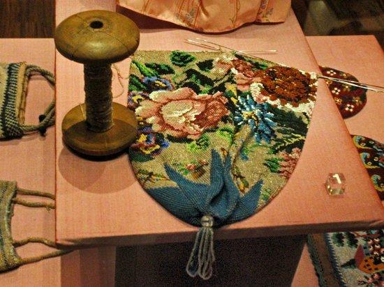 Museum of Bags and Purses: Met kralen gebreid tasje, één van de stukken in het museum.