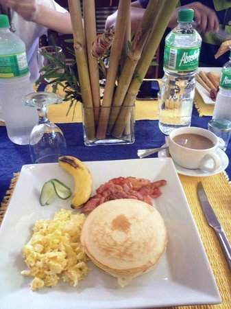 Blue Lagoon Inn & Suites: Breakfast before our day tour