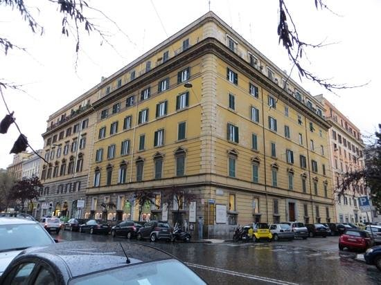 Rome Armony Suites : Armony Suites is on the second floor (access via lift)