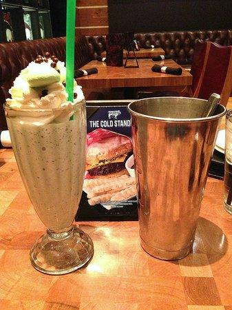 Holsteins Shakes and Buns : Boozy Milke Shake