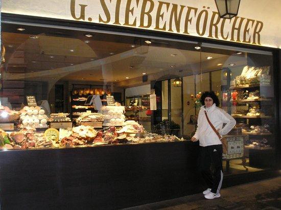 Carni e salumi G. Siebenforcher: vetrina
