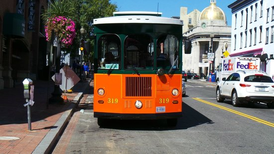 Old Town Trolley Tours of Washington DC: Ding ding, next stop Georgetown