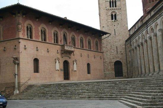 Duomo Cattedrale di San Cerbone: la canonica