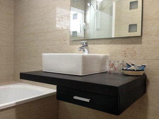 Murta Hotel: Baño