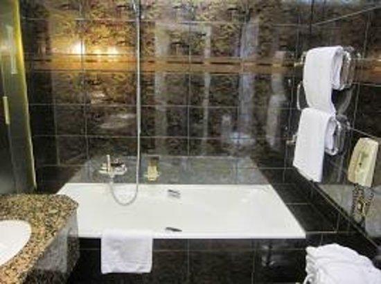Lausanne Palace & Spa - Bathroom