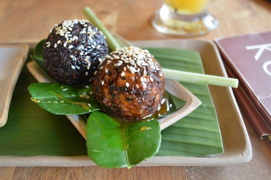 Kaya Cafe: Cassava balls fried and dipped in sugar syrup