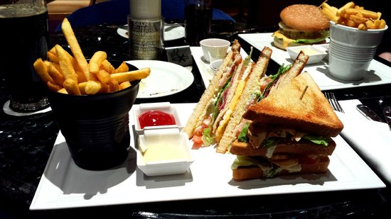 Hilton Prague: Club sandwich in the 'Zest Bar'