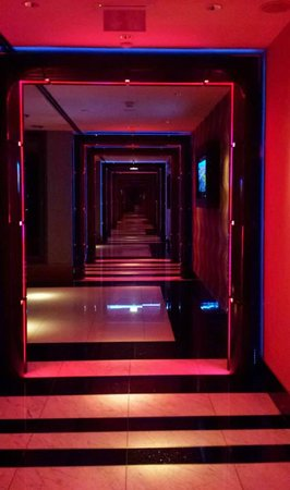 Hilton Prague: Entrance to 'Cloud 9'
