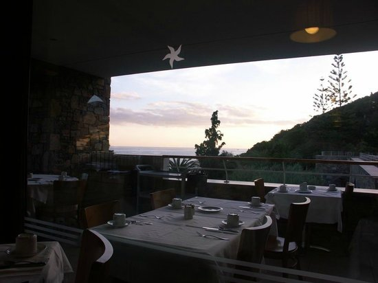 Mirabello Beach & Village Hotel : Main dinning room with the sun raised view