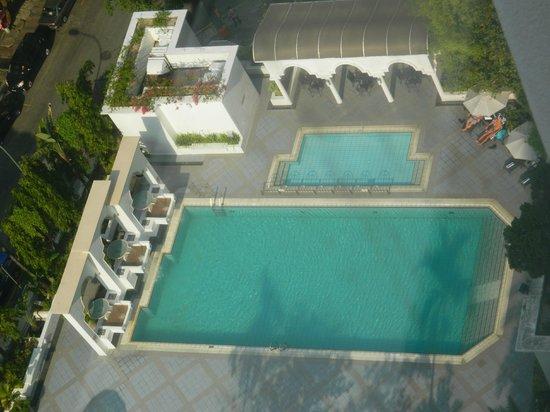 Hotel Istana : Клевый бассейн
