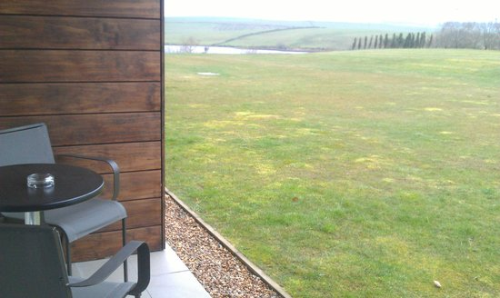 Lochside House Hotel & Spa: Small terrace in the garden rooms