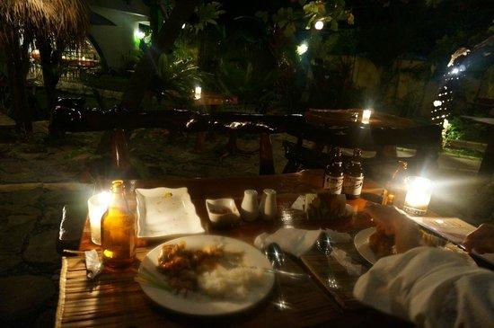 Floral Villarosa Pool : Dinner in the garden