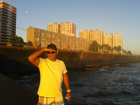 Hotel California: Por do sol em Montevideo