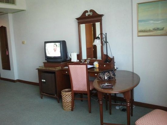 Metropole Hotel Phuket: TV, Fridge, Mirror, Electronic Kettle ...