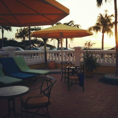 Amsterdam Manor Beach Resort : Our little private sitting area right outside our room L4. Has great view of the sunset.