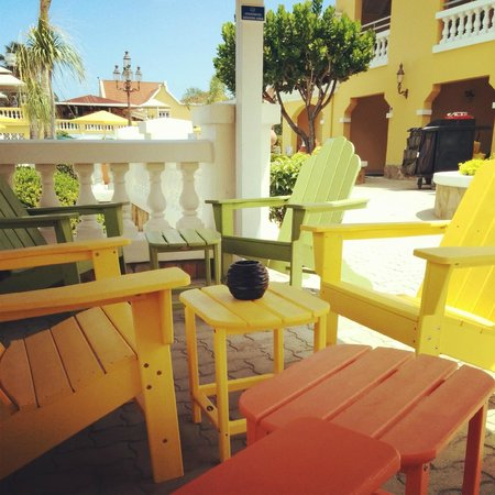 Amsterdam Manor Beach Resort: Sitting area with beautiful pastel colored chairs