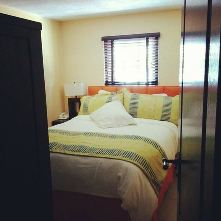 Amsterdam Manor Beach Resort: Bedroom at room L4